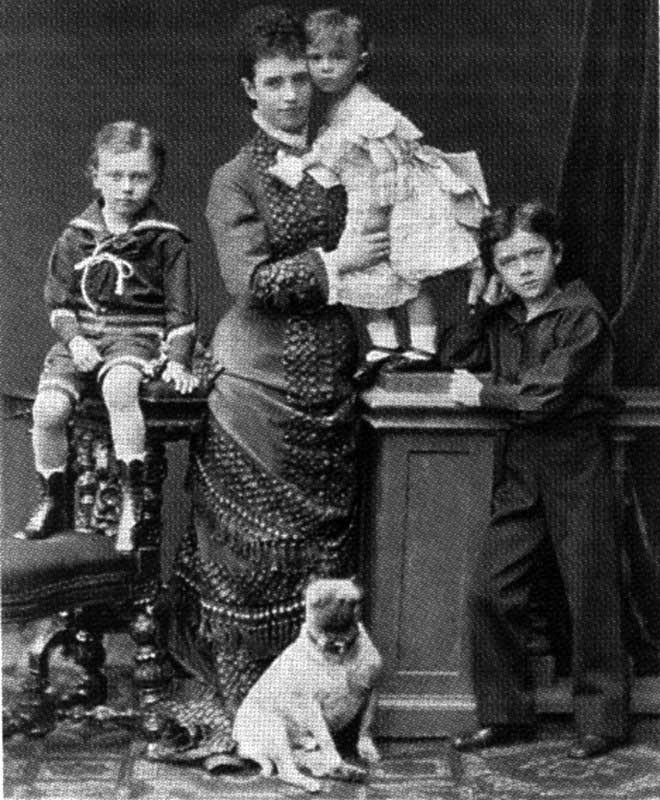 2009-09-22 11:03:58: Цесаревна Мария Фёдоровна с детьми (слева направо): Георгий, Ксения, Николай. Фото 1877 года.