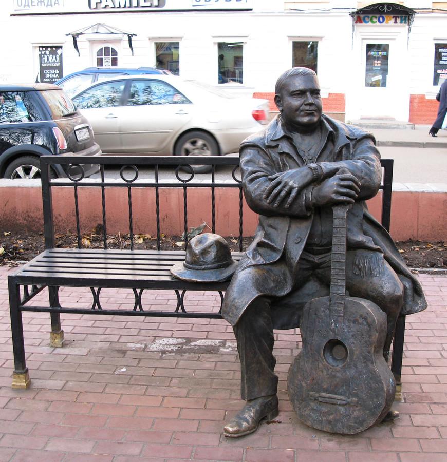 2016-04-01 00:22:12: Великий шансонье всей России, его музыка до сих пор звучит во всех городах России и не только. Михаил Круг.